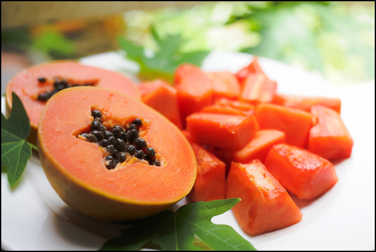 sweet-papaya-on-the-dish-with-green-papaya-leaf